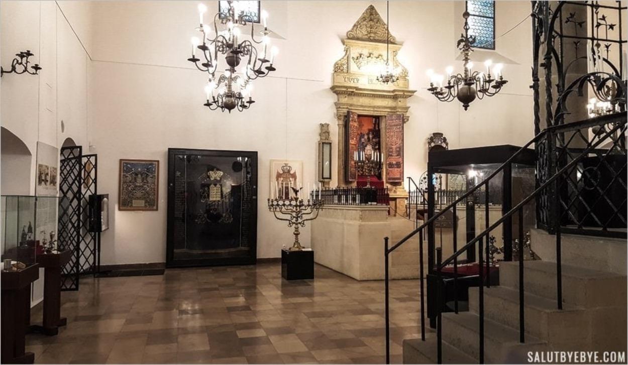 Intérieur de la Vieille Synagogue à Cracovie