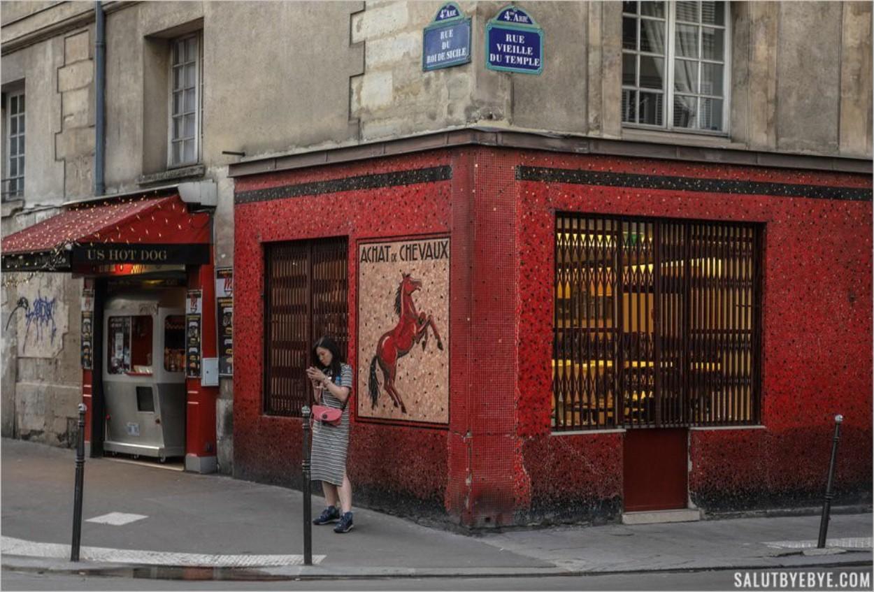 Façade d'une boucherie chevaline dans le quartier Saint-Gervais à Paris