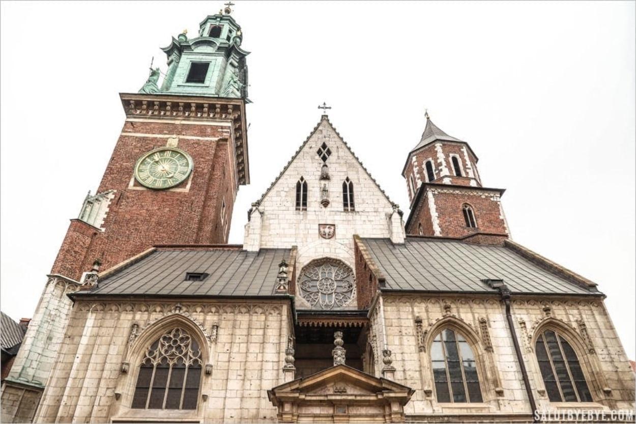 La cathédrale du Wawel face à l'entrée
