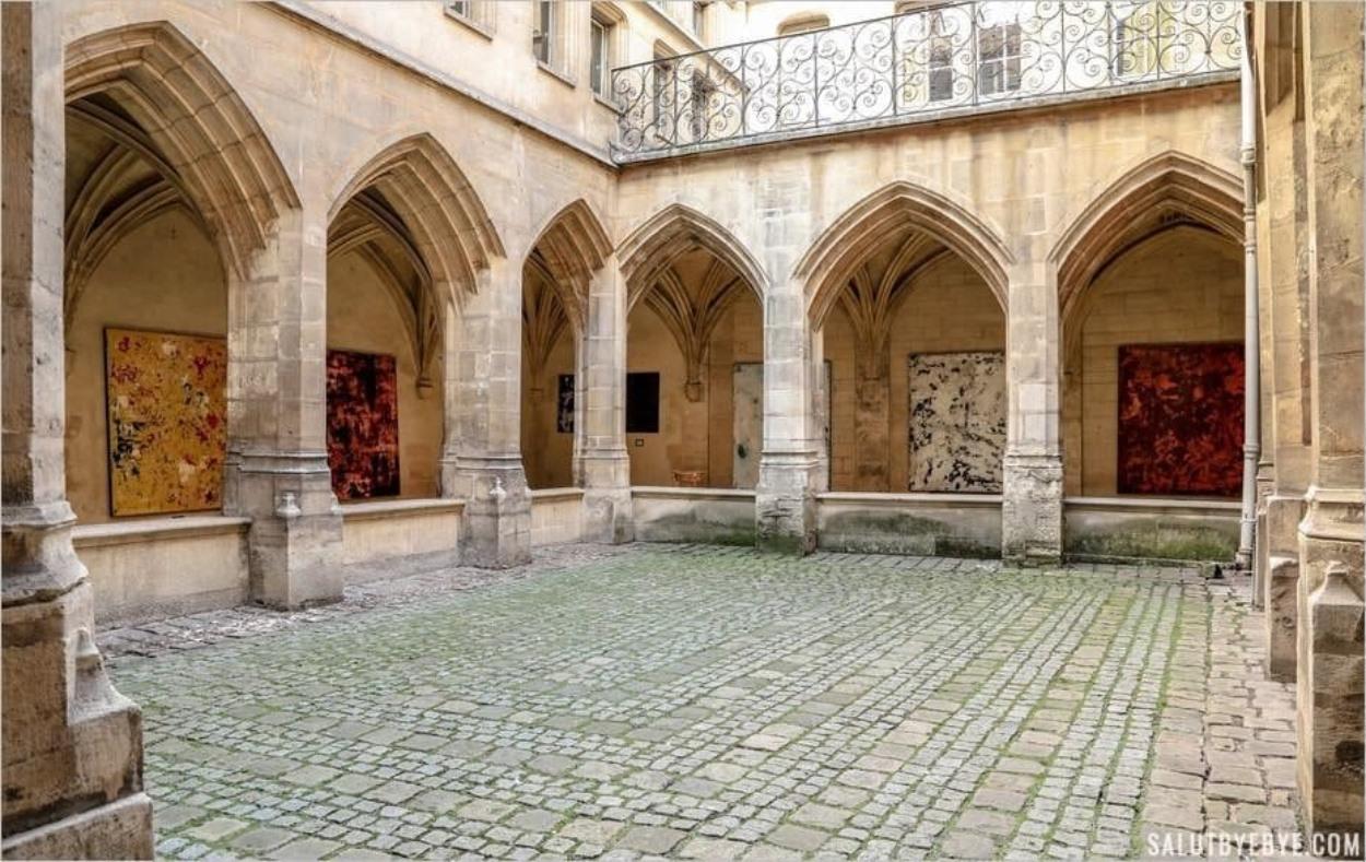 Le cloître des Billettes, cloître médiéval à Paris