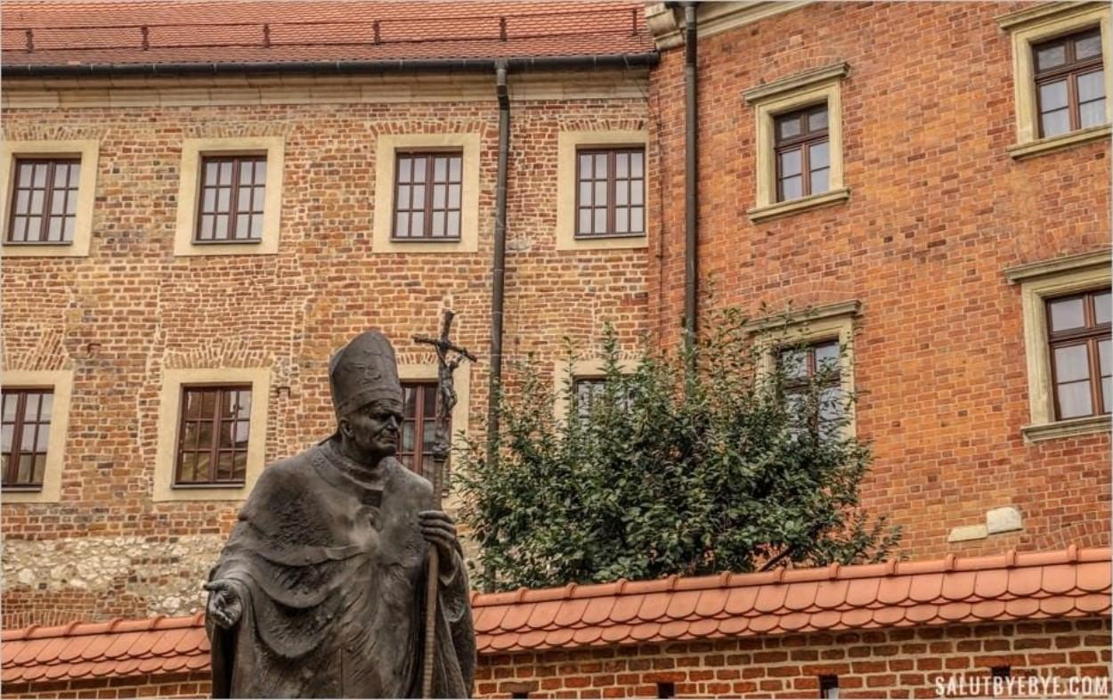 Cour dédiée à Jean-Paul II, château du Wawel