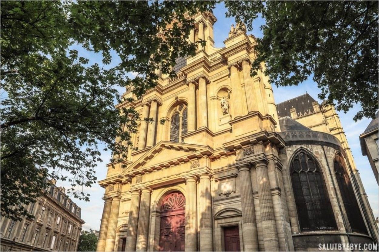 L'Eglise Saint-Gervais-Saint-Protais et les branches de son orme