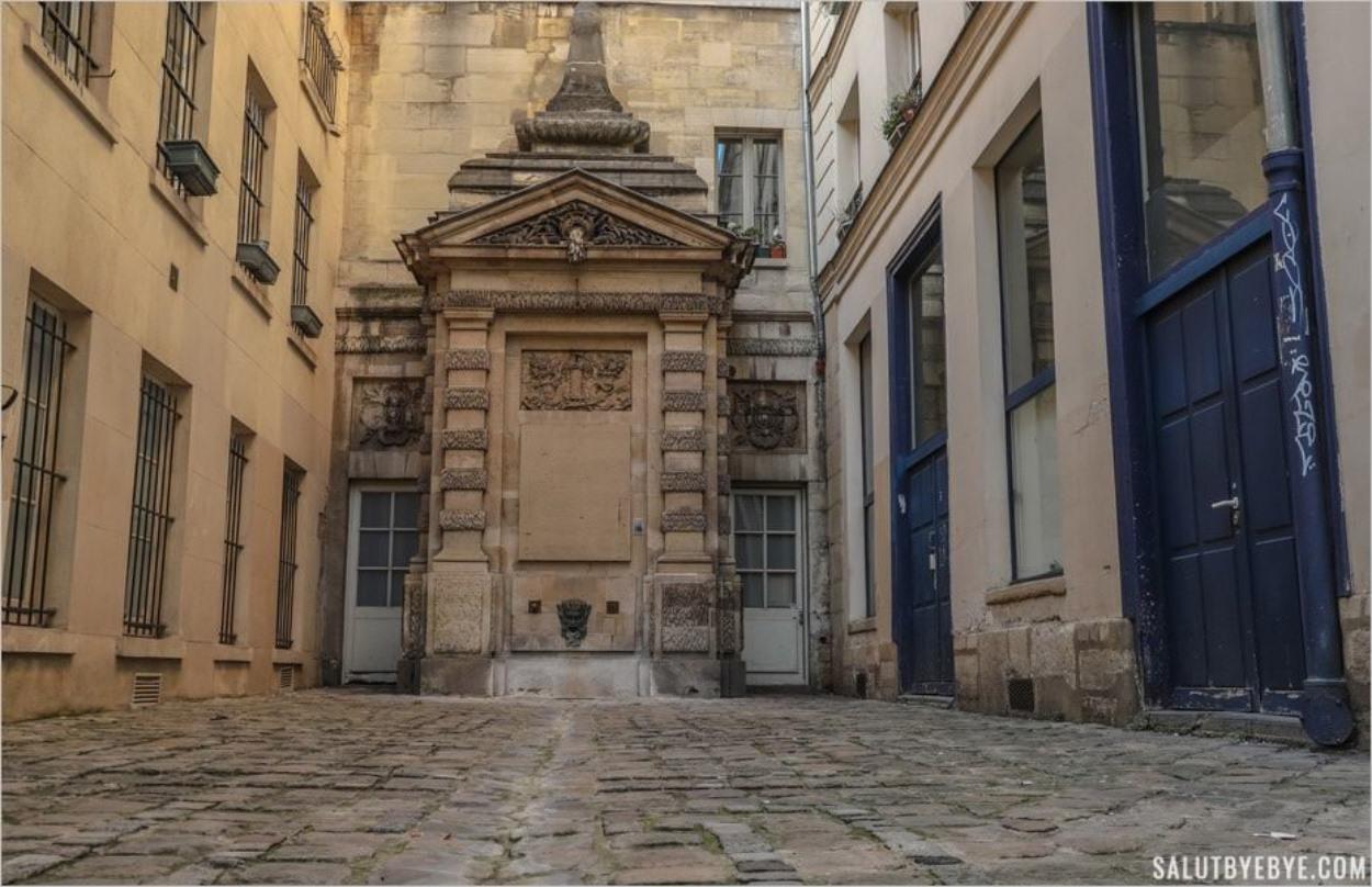 Fontaine de l'impasse de la Poissonnerie dans le Marais à Paris