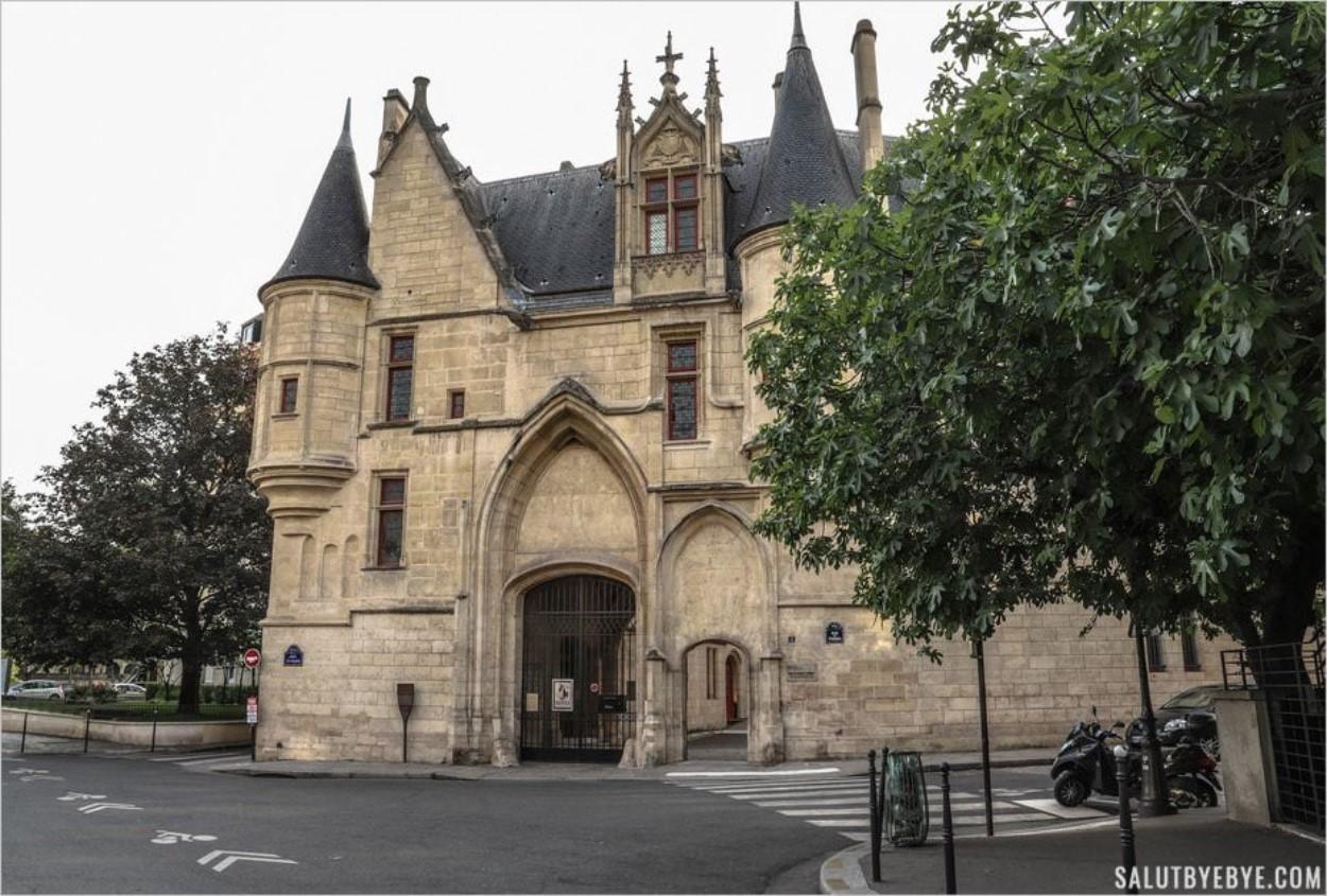 Hôtel de Sens dans le quartier Saint-Gervais