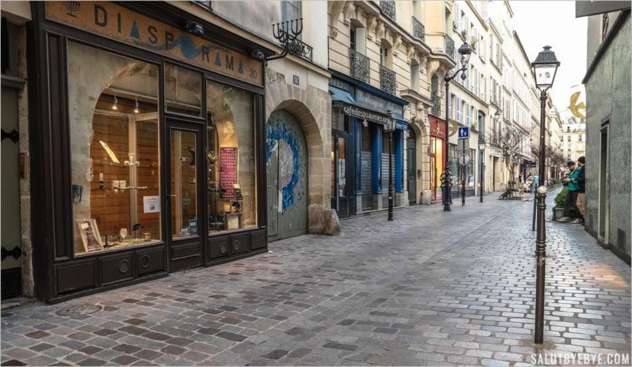 La Rue des Rosiers dans le Marais juif à Paris