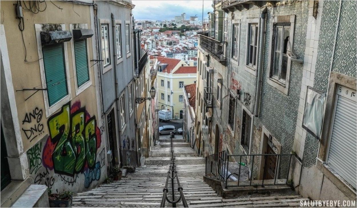 Une moitié des Escadinhas Damasceno Monteiro