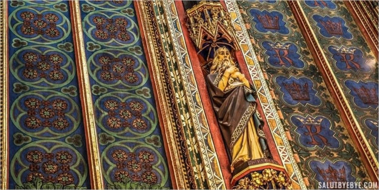 Sculpture dans la basilique de Cracovie