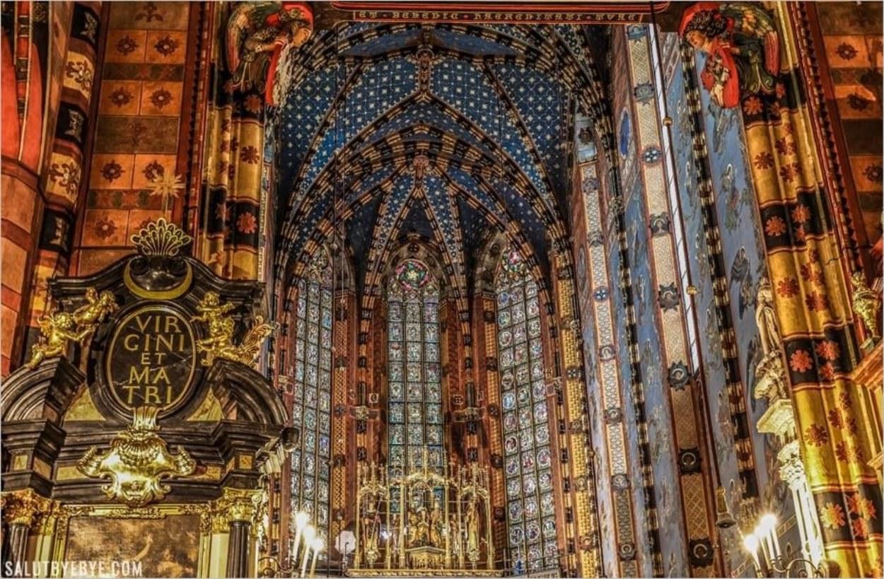 Intérieur de la basilique de Cracovie