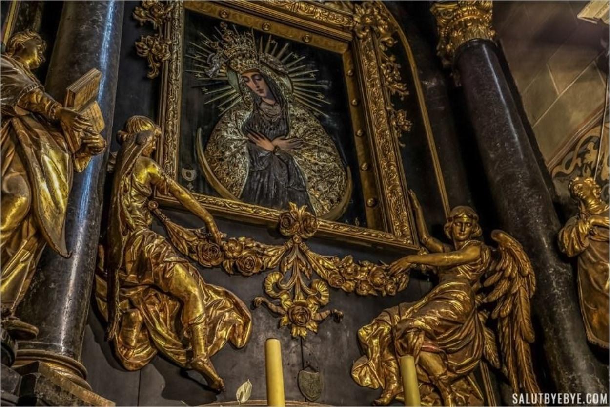 Autel en marbre noir - Basilique Mariacka de Cracovie