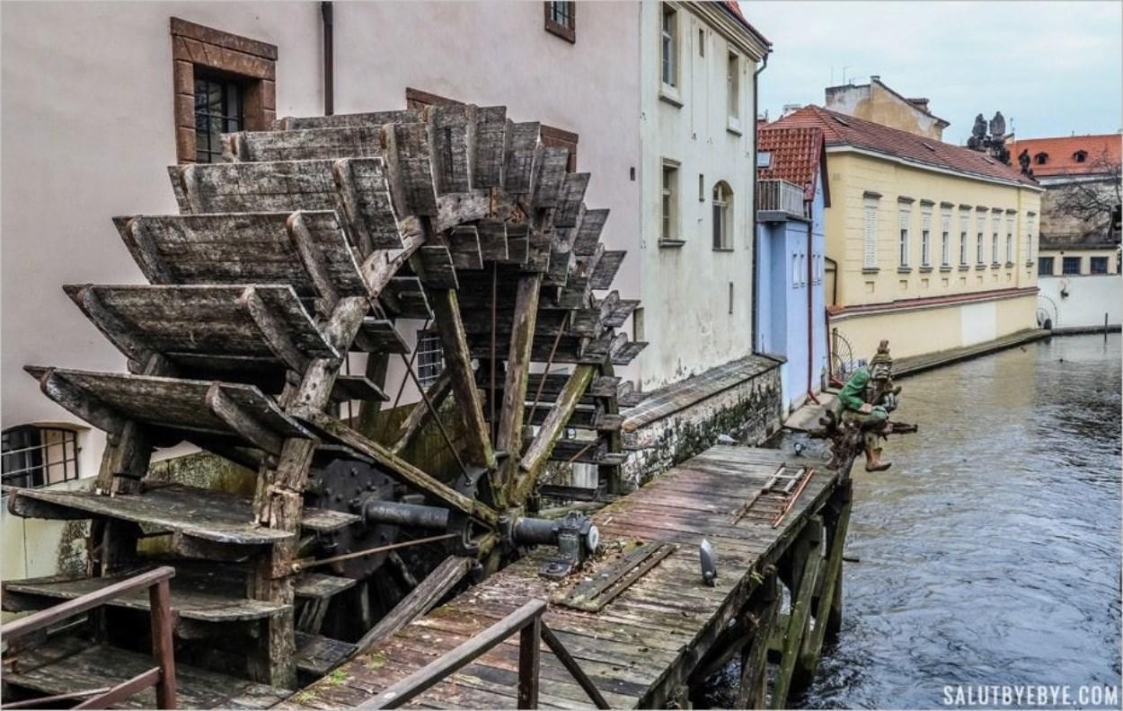 Un moulin à eau sur le Canal du Diable