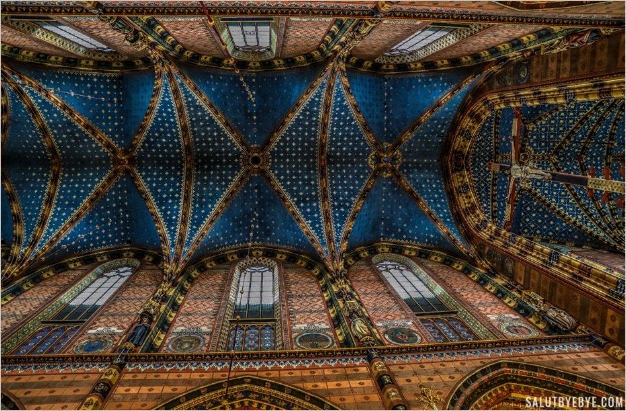 Le plafond de la basilique Sainte-Marie de Cracovie