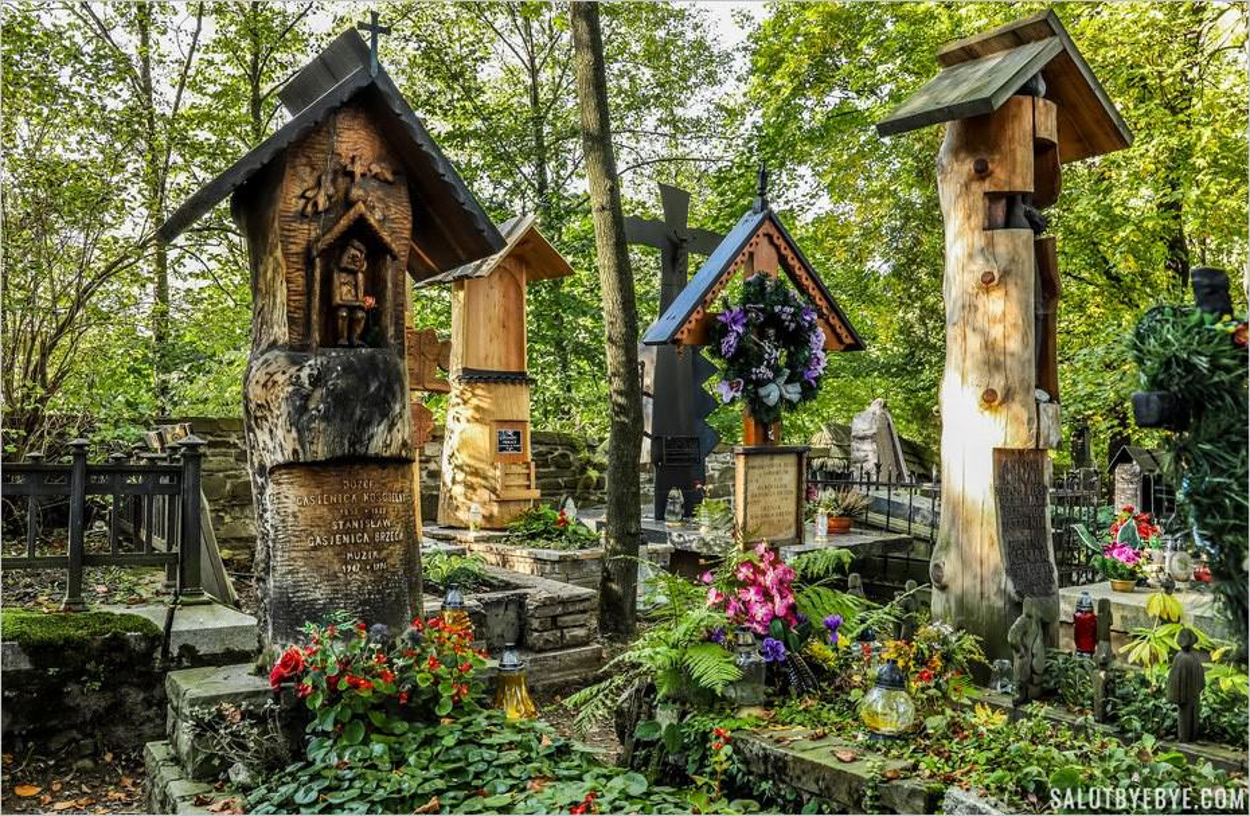 "Sculptures ""totem"" en bois à Zakopane"
