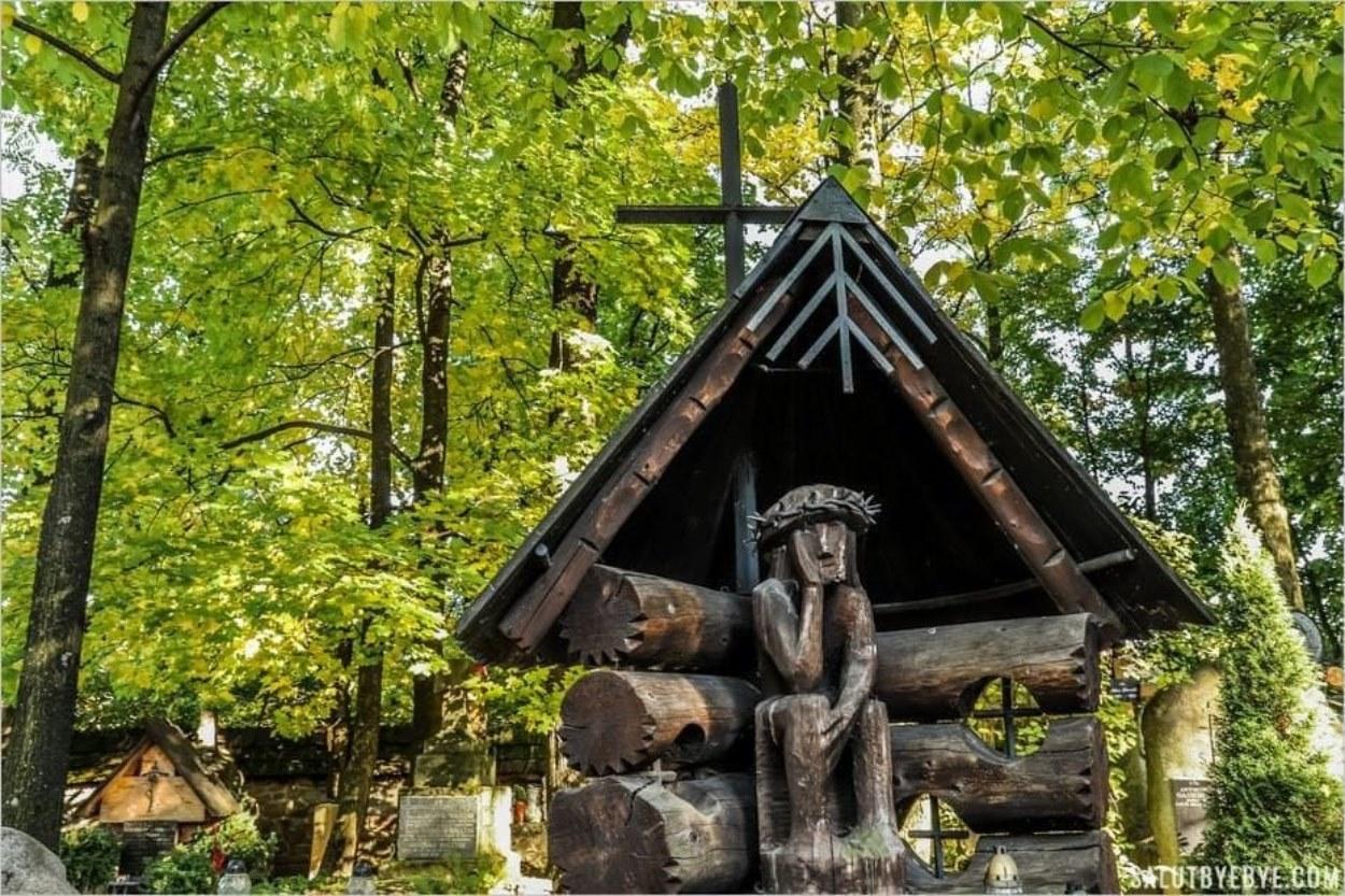 Christ assis, cimetière de Zakopane