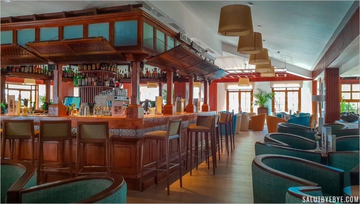 L'un des bars de l'hôtel Jardin Tecina