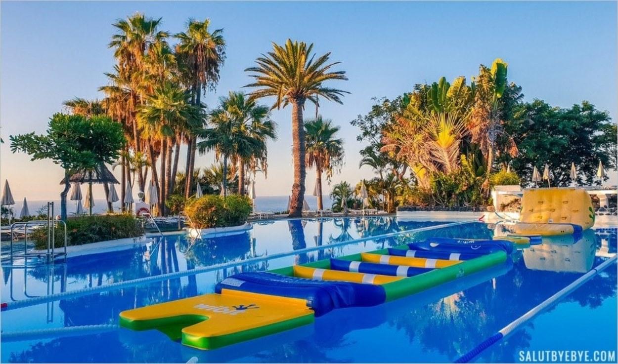 Jeux aquatiques à la piscine du Jardin Tecina
