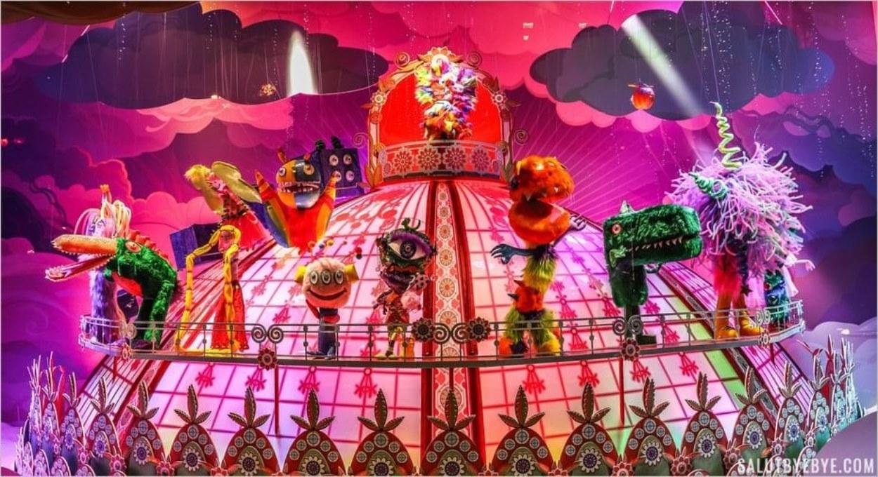 Vitrines de Noël des Galeries Lafayette - La chorale