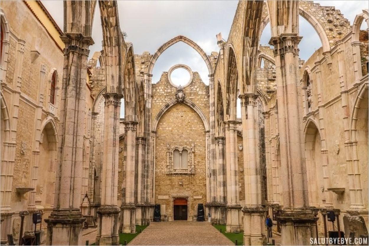 L'intérieur de l'église des Carmes
