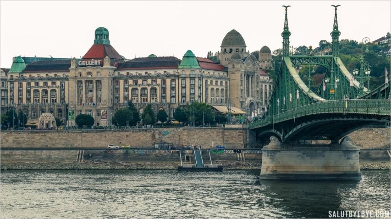 Entrée des thermes Gellert à Budapest