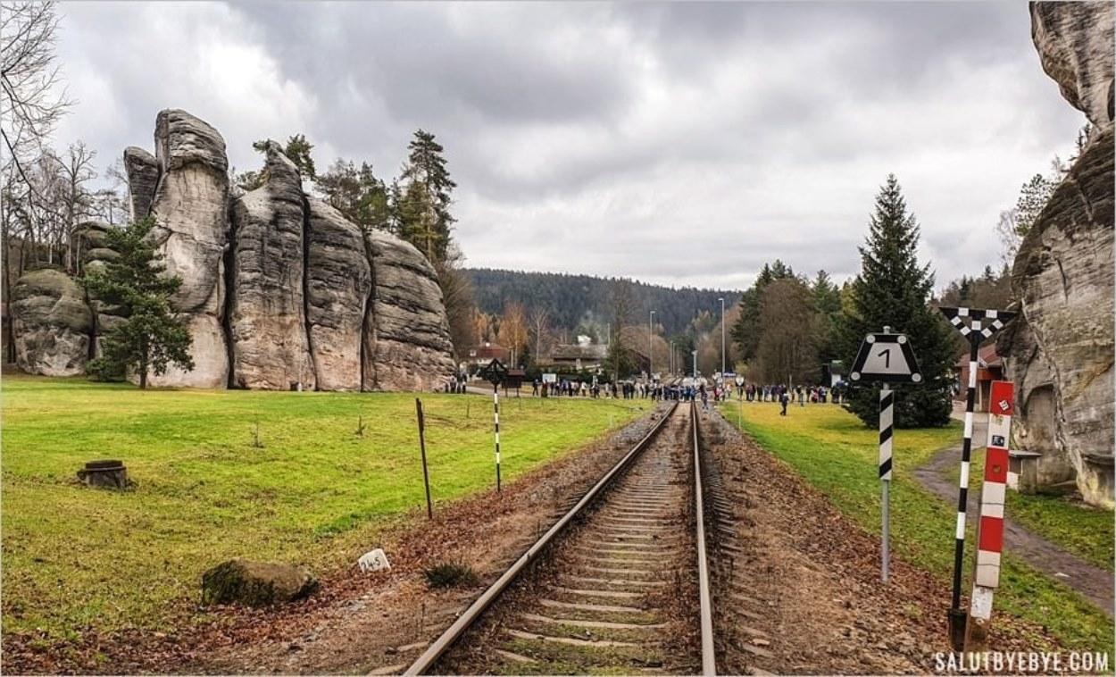 File d'attente à l'entrée du parc d'Adrspach Teplice