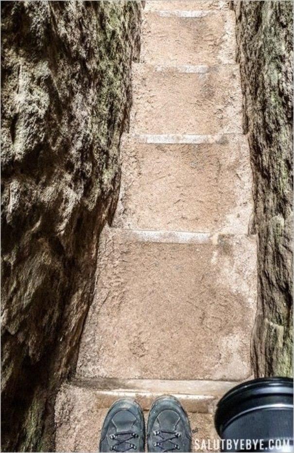 Passage étroit entre les rochers