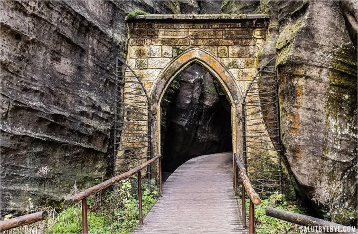 Visite du parc d'Adrspach Teplice : la porte gothique