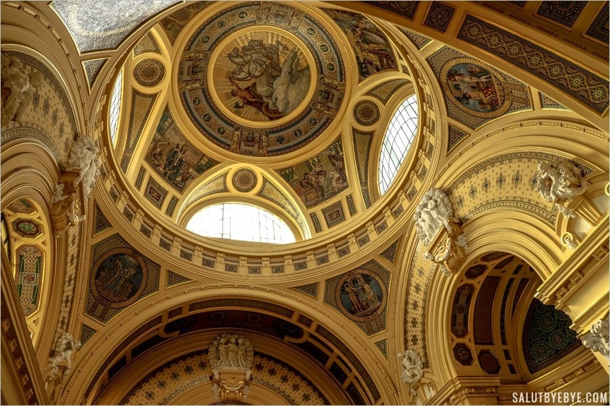 Le superbe plafond des thermes Széchenyi