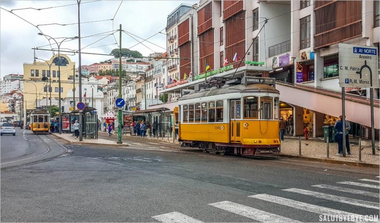 Le tramway 28 arrivant au terminus Martim Mouniz