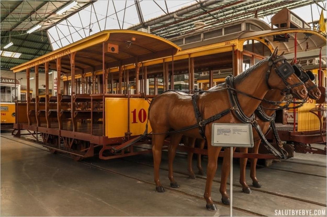 Tramway et chevaux au musée Carris de Lisbonne