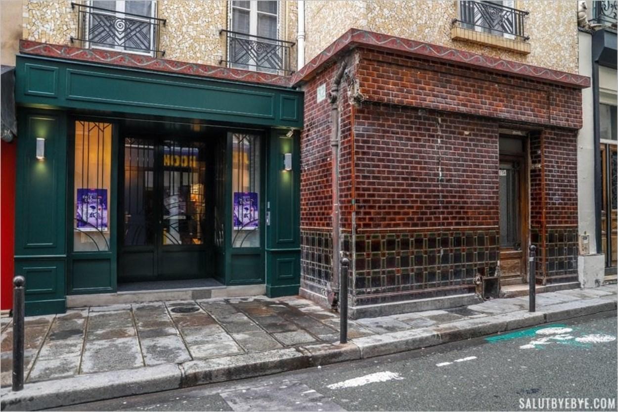 L'entrée de l'ancienne maison close Aux Belles Poules, rue Blondel