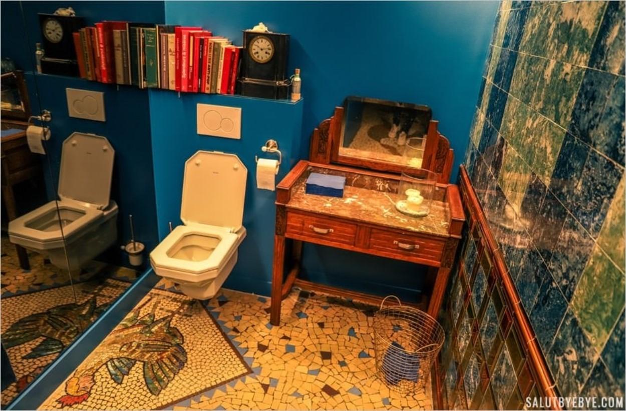 Les toilettes - Aux Belles Poules, rue Blondel