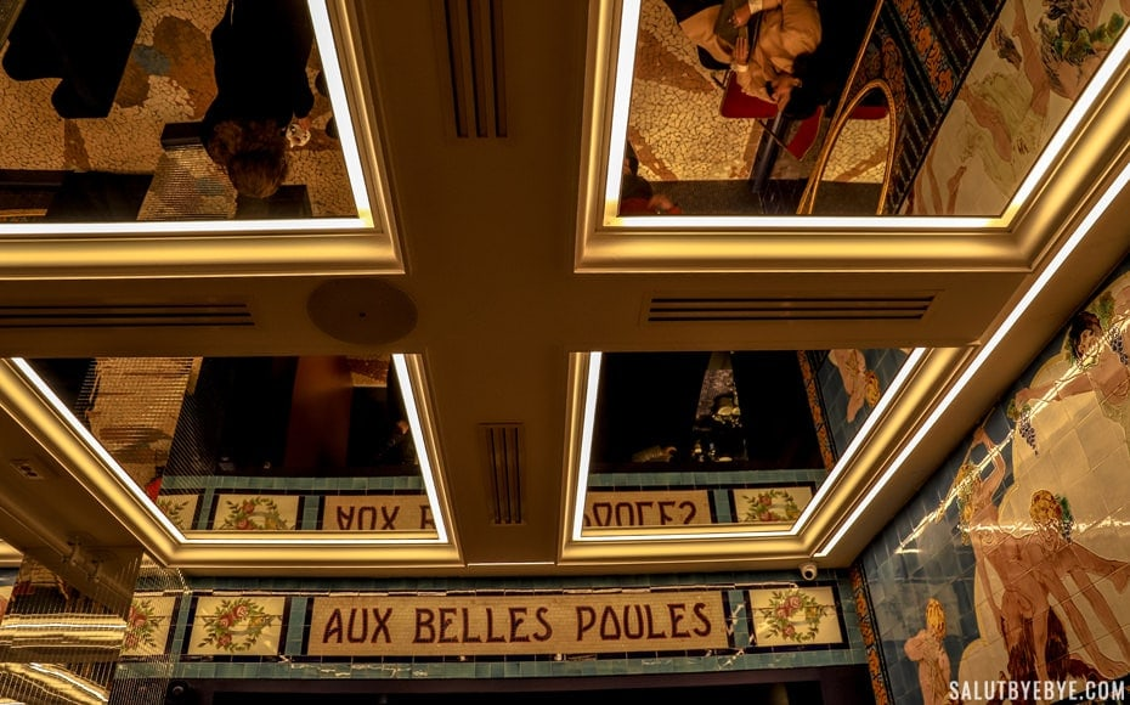 Aux Belles Poules et son plafond miroir