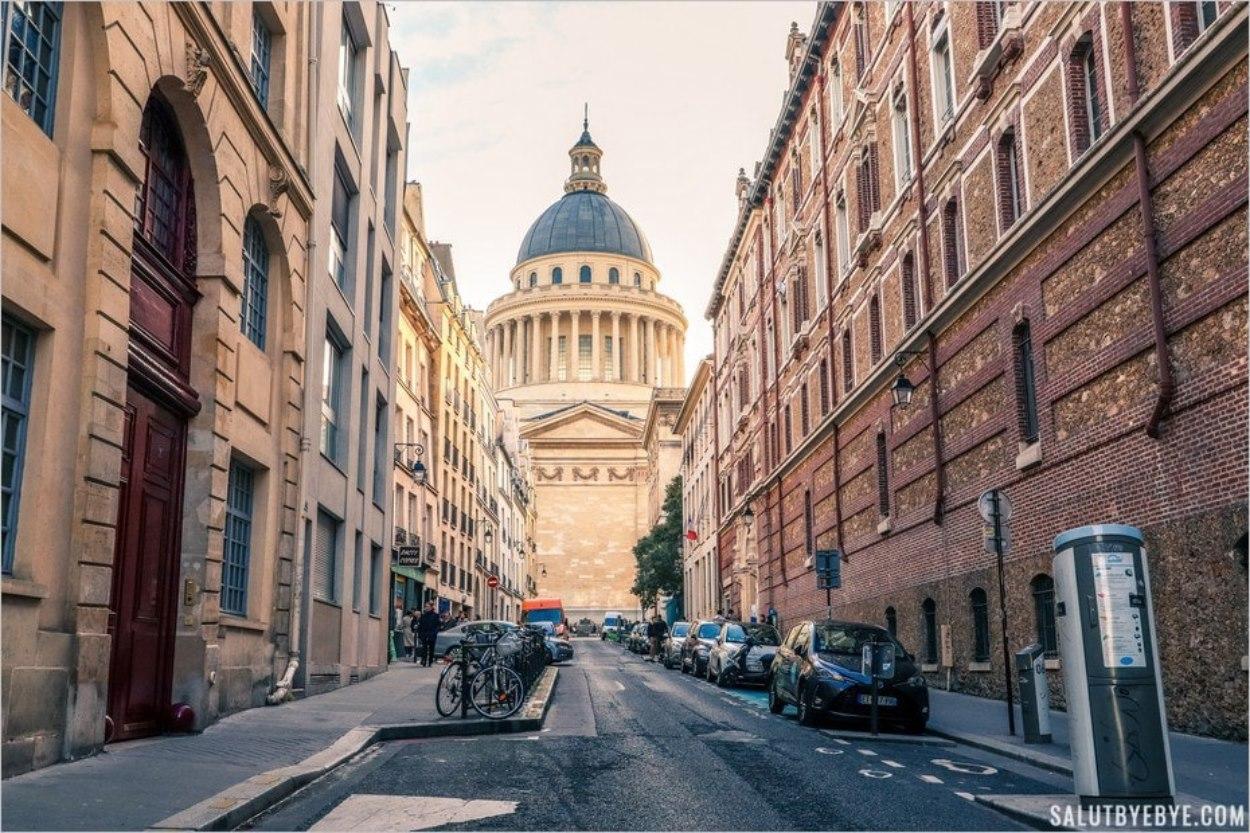 L'architecture du Panthéon de Paris depuis la rue Valette