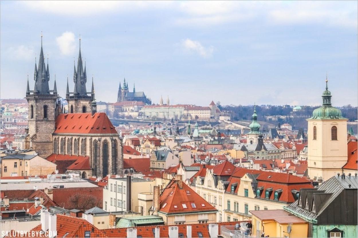 Le château de Prague vu depuis la Tour poudrière