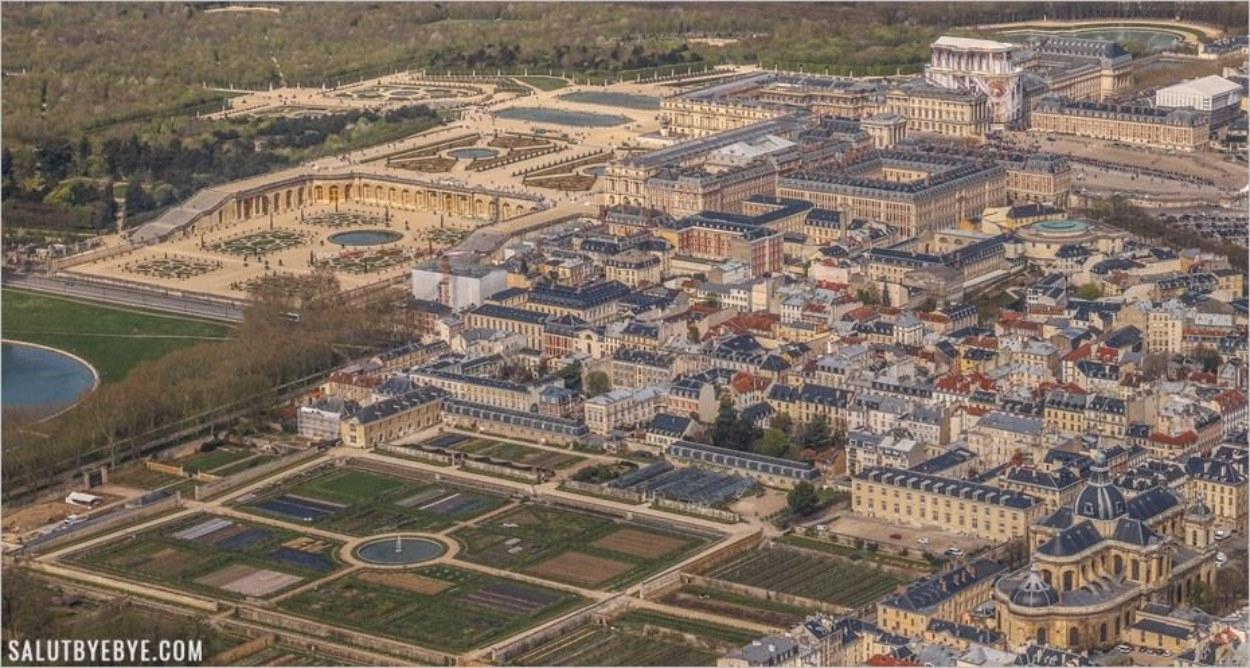 Survol du château de Versailles en hélicoptère