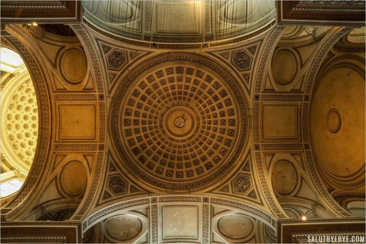 La splendeur des coupoles du Panthéon