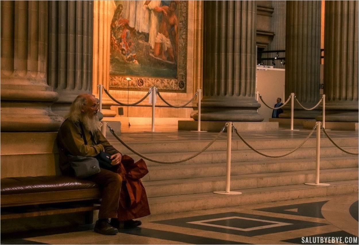 Contemplation dans le Panthéon