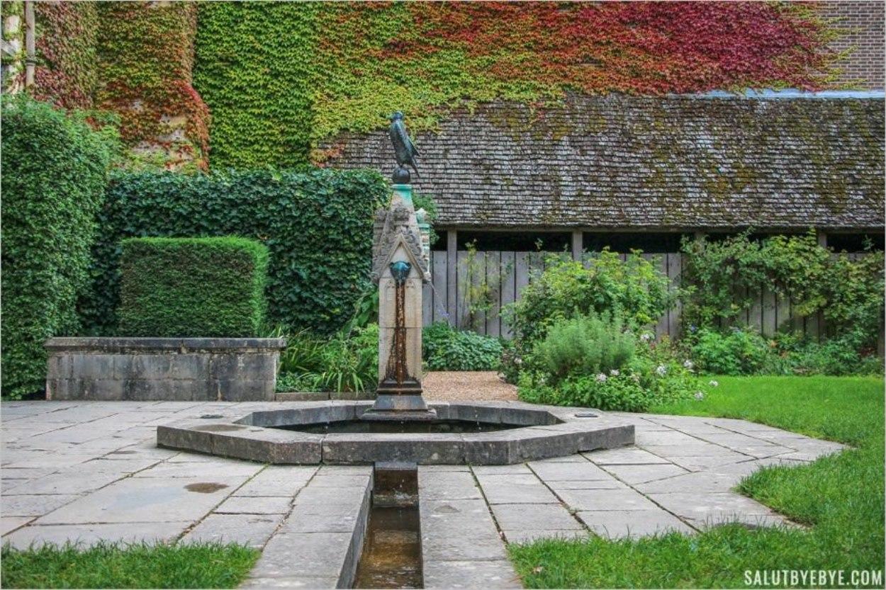 Fontaine du Queen Eleanor's Garden à Winchester