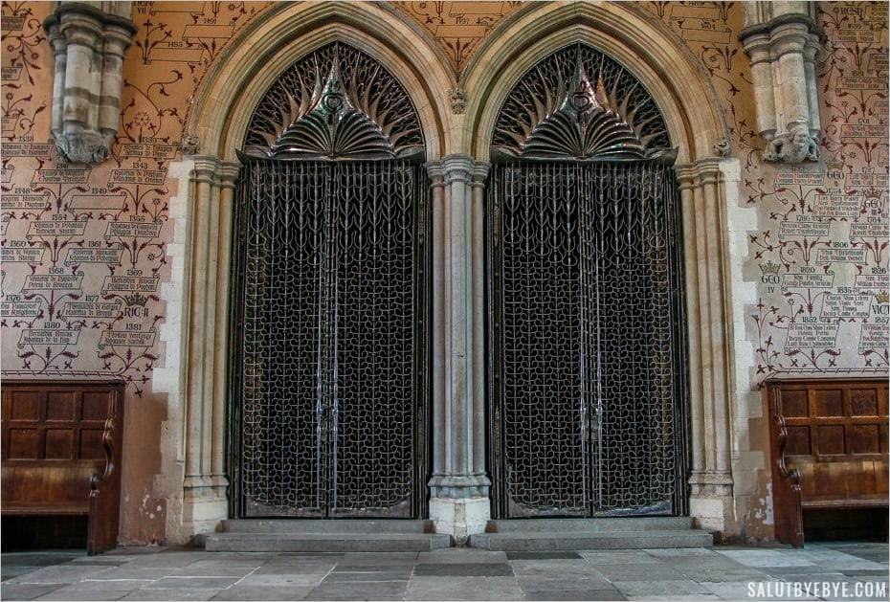 Le mur des noms à Winchester