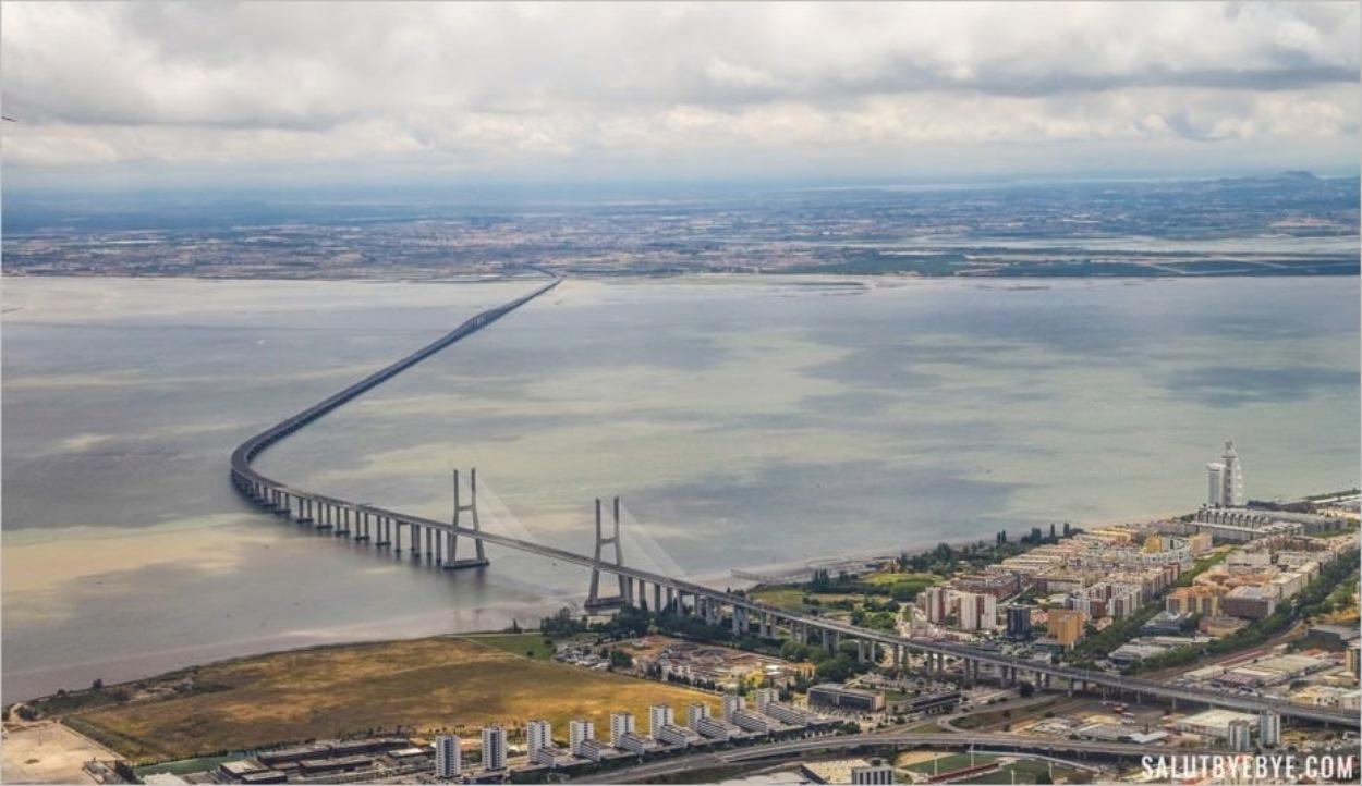 Survol de Lisbonne en avion - Le pont Vasco de Gama