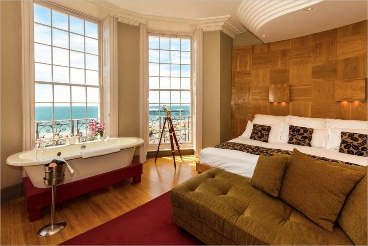 Baignoire avec vue à l'hôtel Drakes à Brighton