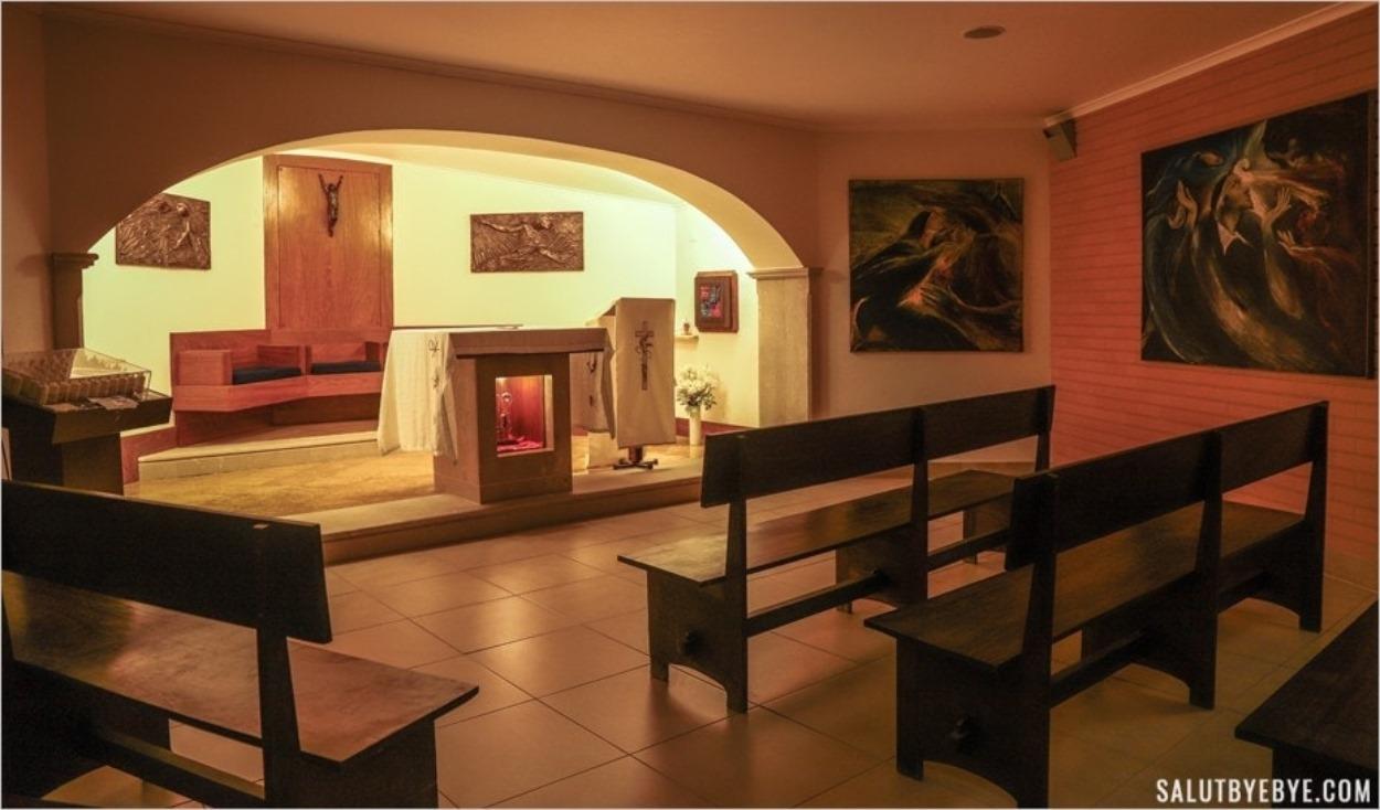 Chapelle à l'intérieur du Cristo Rei près de Lisbonne