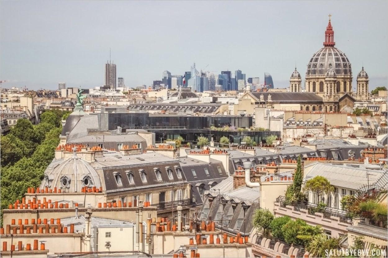 La Défense, l'Eglise Saint-Augustin et les toits de Paris