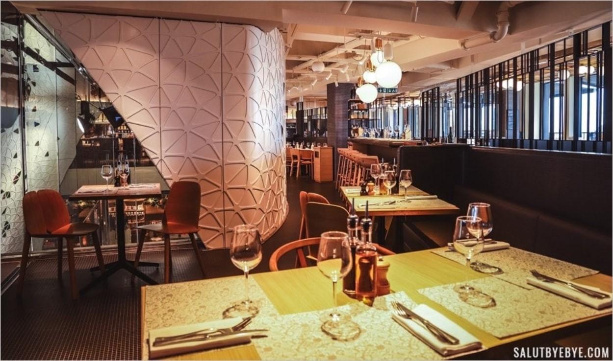 La modernité du Printemps Haussmann aujourd'hui, loin des débuts des Grands magasins parisiens
