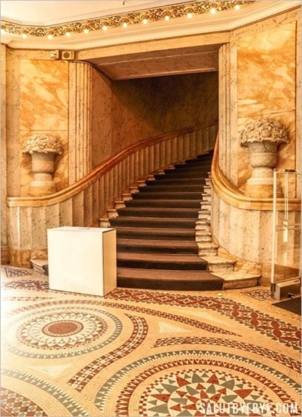Escalier et mosaïque au Printemps de l'Homme