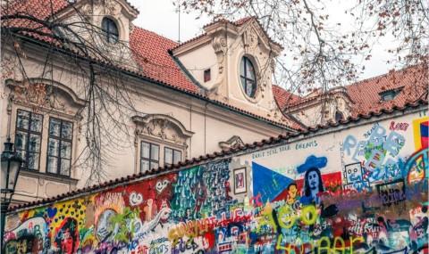 Le mur John Lennon de Prague, une tribune artistique et politique