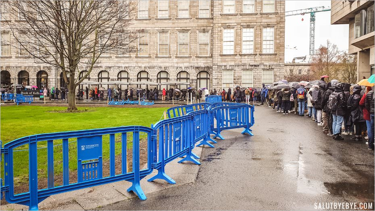 File d'attente de l'exposition du Livre de Kells
