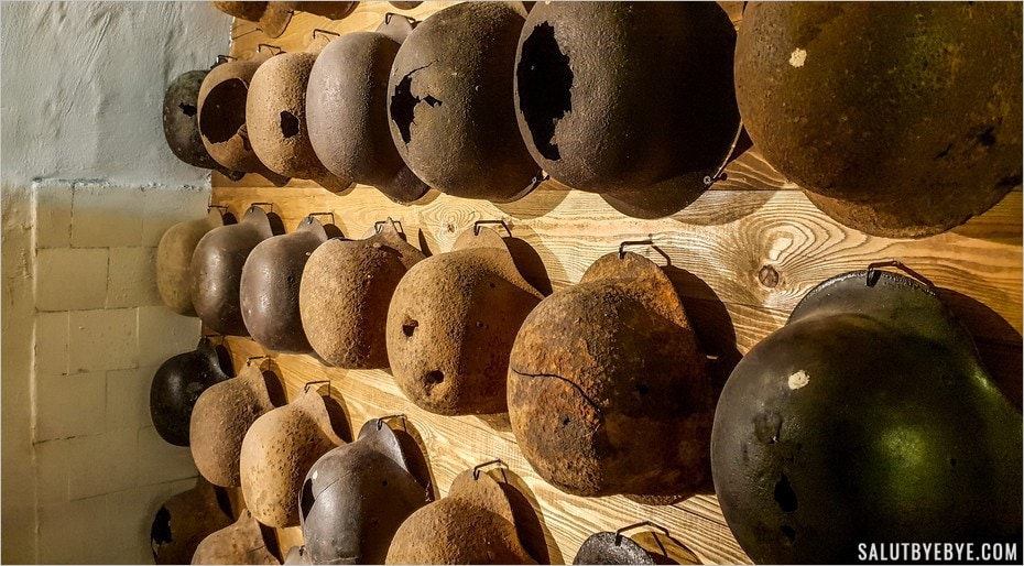 Casques de soldats - Hospital In The Rock