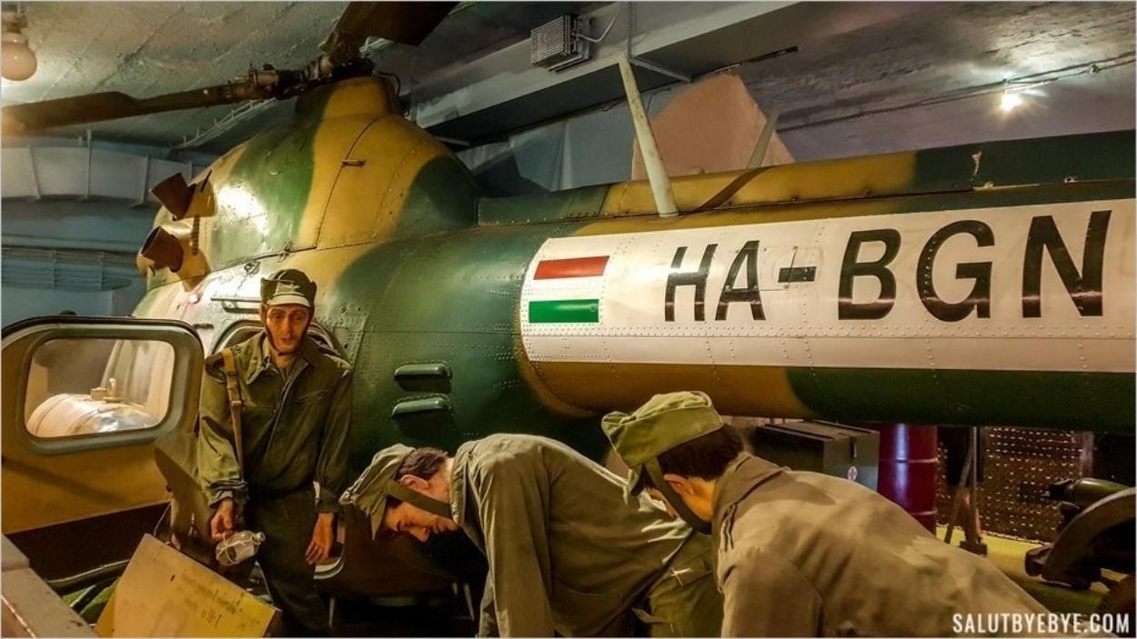 Hélicoptère à l'intérieur de l'hôpital souterrain de Budapest