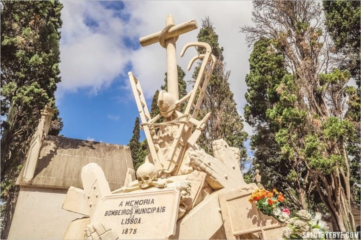 Monument en hommage aux pompiers - Cimetière des Plaisirs à Lisbonne