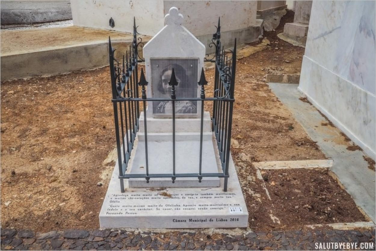 La tombe d'Ofelia Queiroz, petite amie de Fernando Pessoa